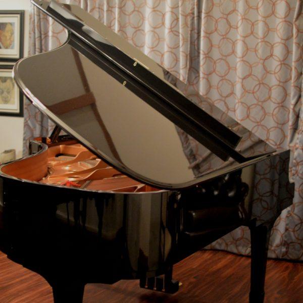 """Stunning 2000 Yamaha C6 Ebony Polish 6'11"""" Semi-Concert Grand Piano"""