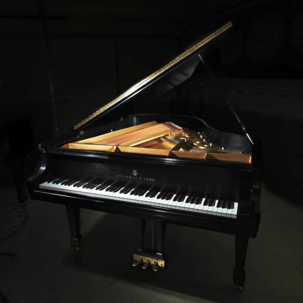 """1985 Ebony Satin 5'10"""" Steinway L Piano"""